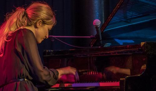 ITALIAN JAZZ PIANIST & SINGER : FRANCESCA TANDOI